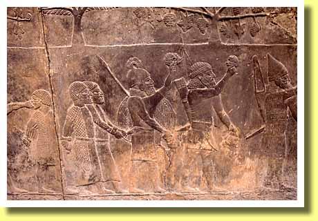 イギリスの首都ロンドンの大英博物館で見た古代オリエントの兵士たち でも、上の画像にあるレリーフで